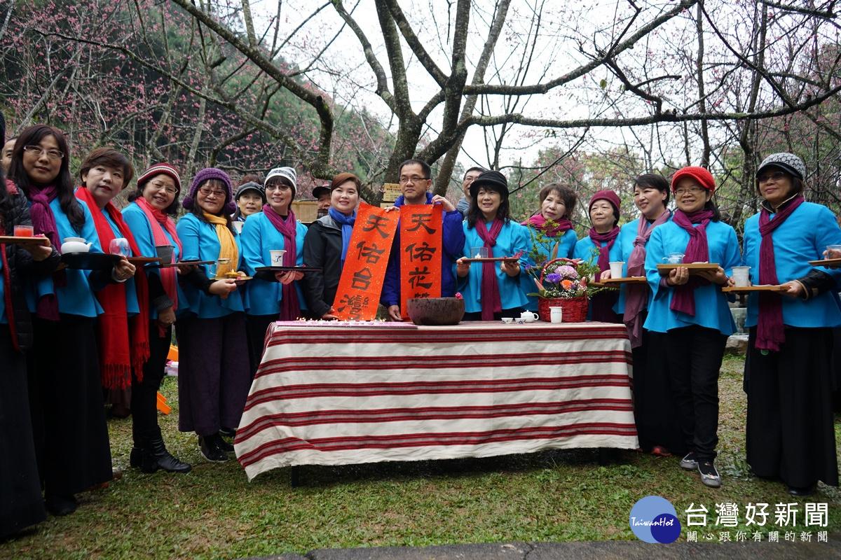 九族櫻花祭 櫻花王前點亮蠟燭為花蓮祈福