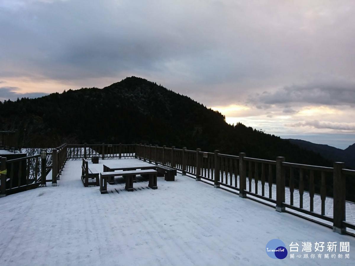 強烈寒流來襲 太平山飄瑞雪