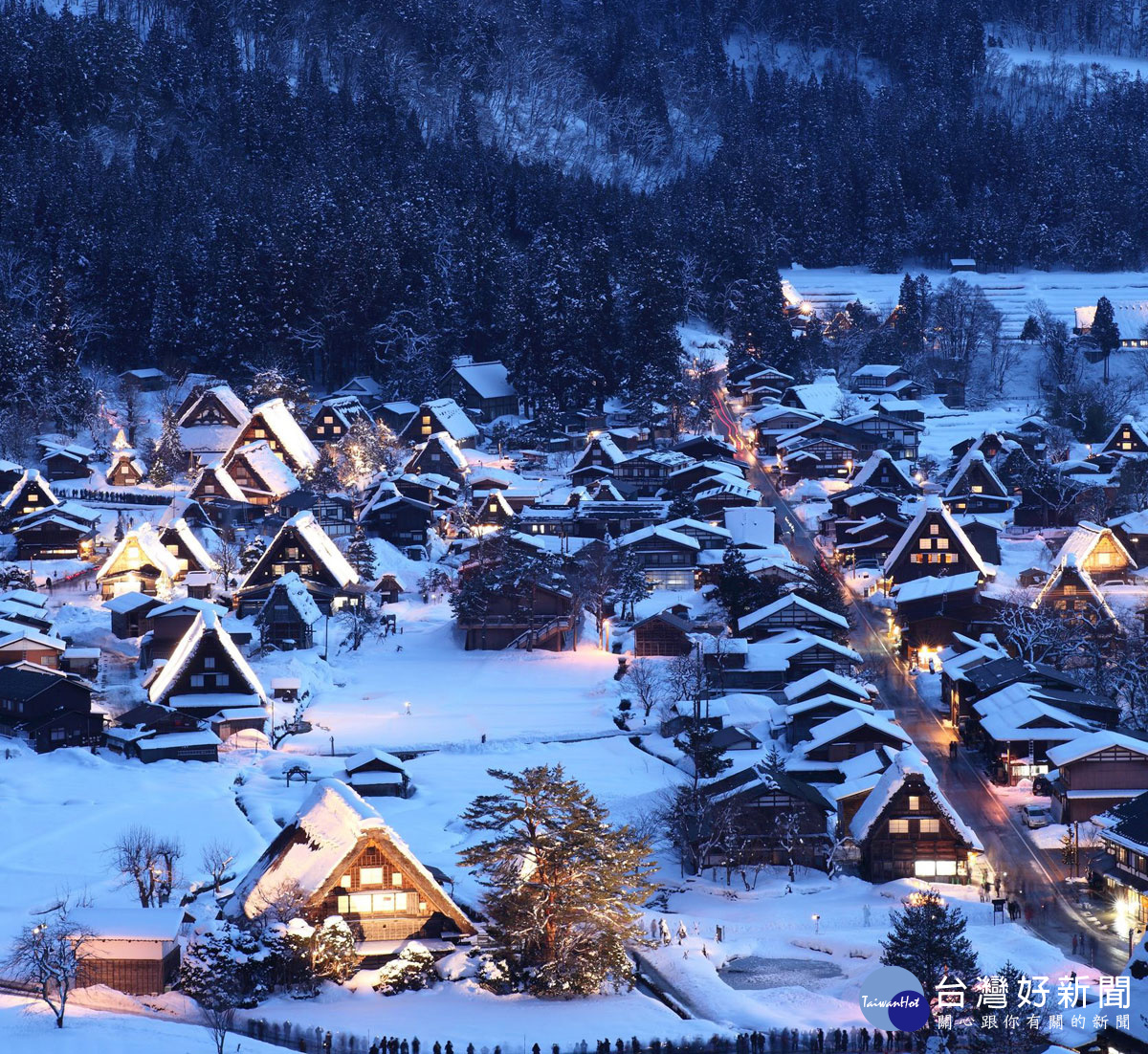 賞雪泡湯美食極光 冬季旅遊四大天王