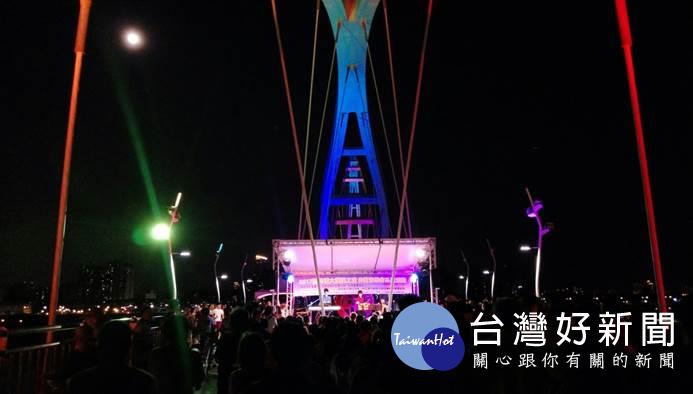 新月橋將化身為「鵲橋」 情人甜蜜度七夕
