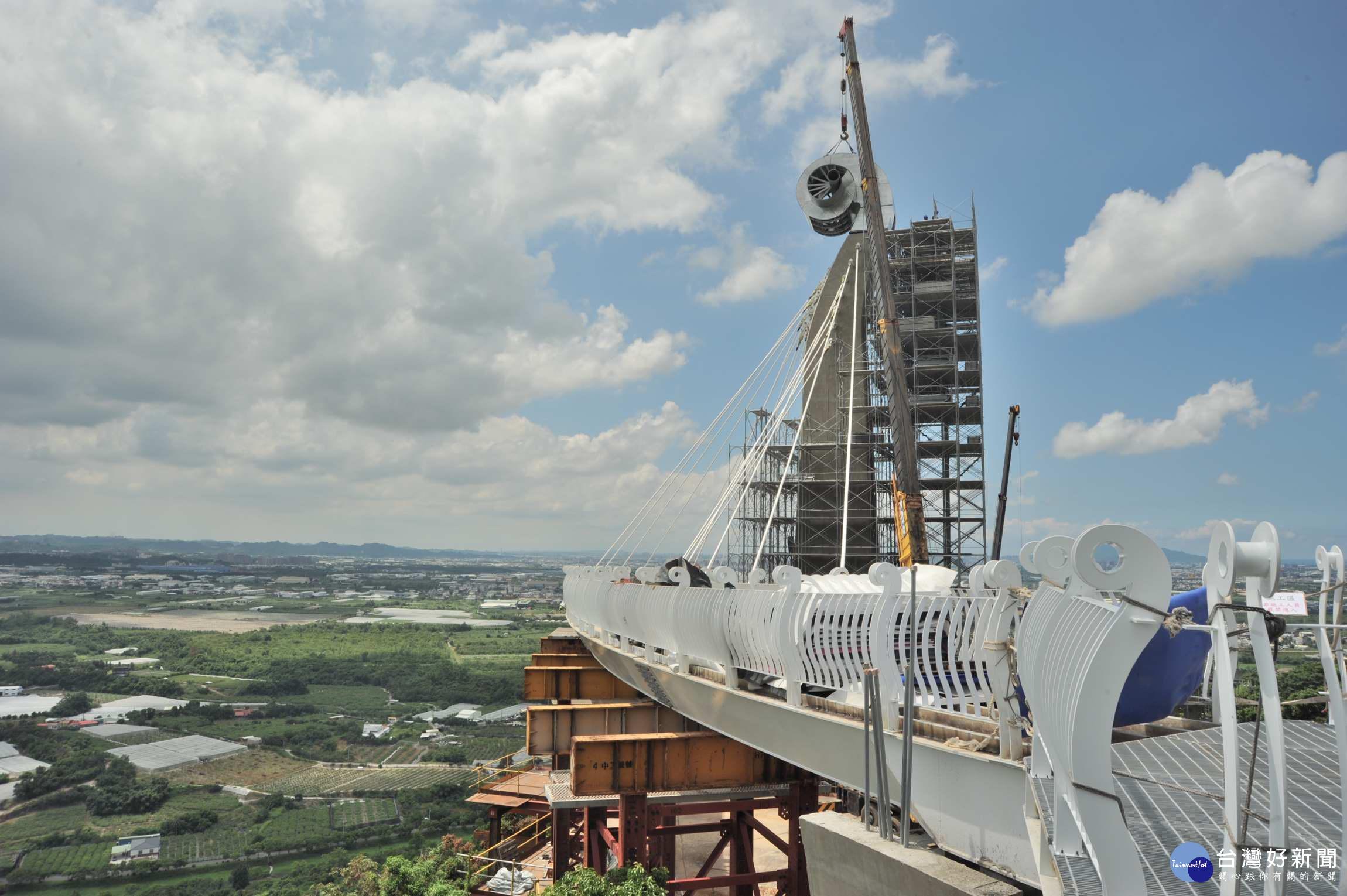 崗山之眼主塔柱頭安座 高雄首座天空廊道過年前開放