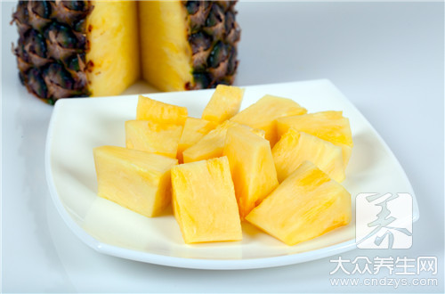 菠萝和葡萄能一起吃吗