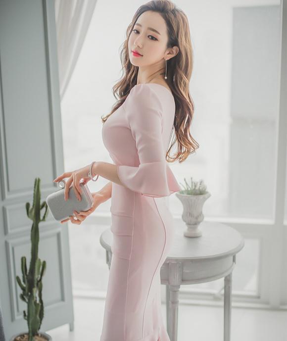 素雅裙裝,典雅又矜貴,時尚顯腿長