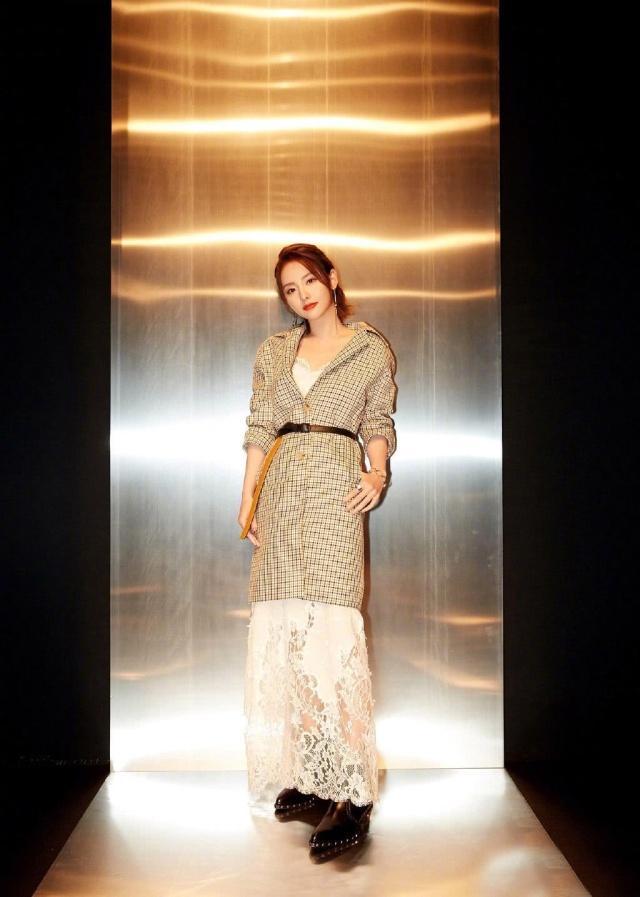 女星們愛不釋手的風衣,張嘉倪時尚