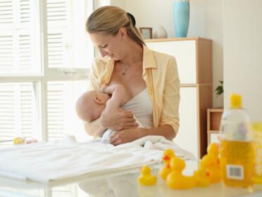 自然分娩有助母子關係更親密