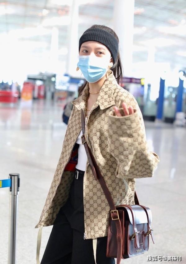 宋妍霏穿五位數外套走機場