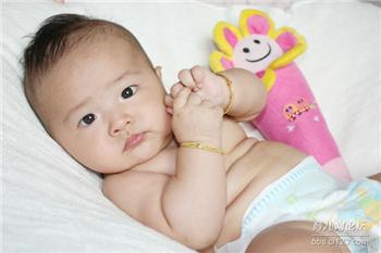 給寶寶剪指甲,一定要注意技巧,不然傷害大!