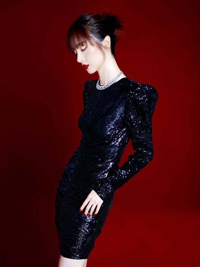 胡冰卿黑色亮片裙,展S型完美身材